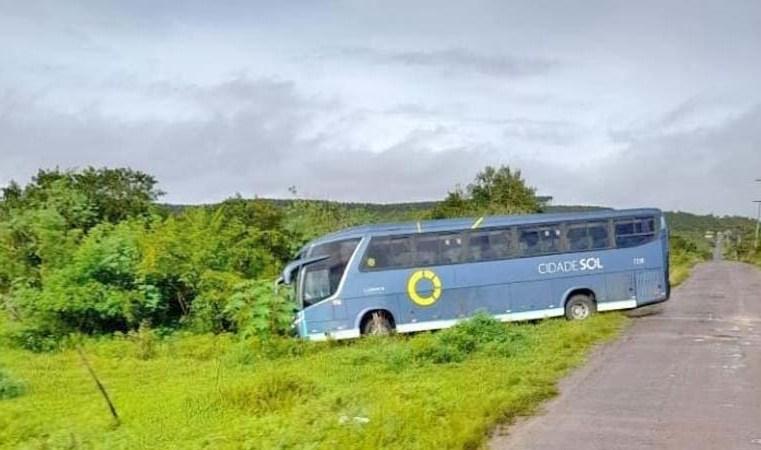 BA: Ônibus da Viação Cidade Sol é assaltado na BR-101 em Alagoinhas