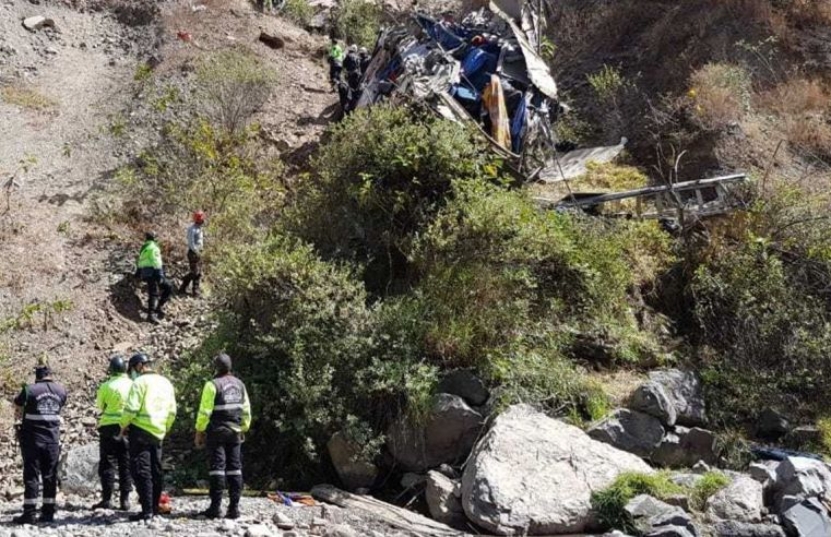 Peru: Sobe para 29 o número de mortos em acidente com ônibus na região da Serra Central