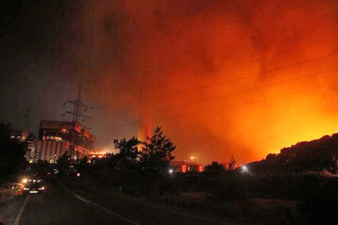 Grécia: Incêndios na Ilha de Evia fazem 2 mil pessoas fugirem. Transporte ficou comprometido