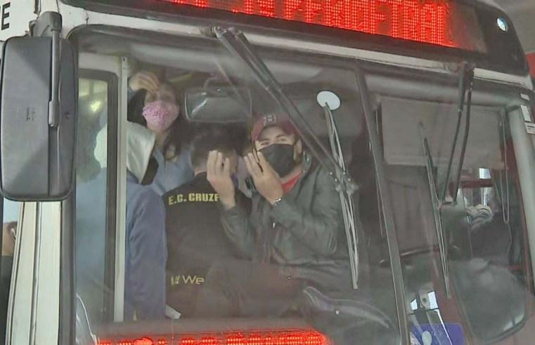Porto Alegre: Protesto de rodoviários contra extinção de cobradores deixa ônibus lotados
