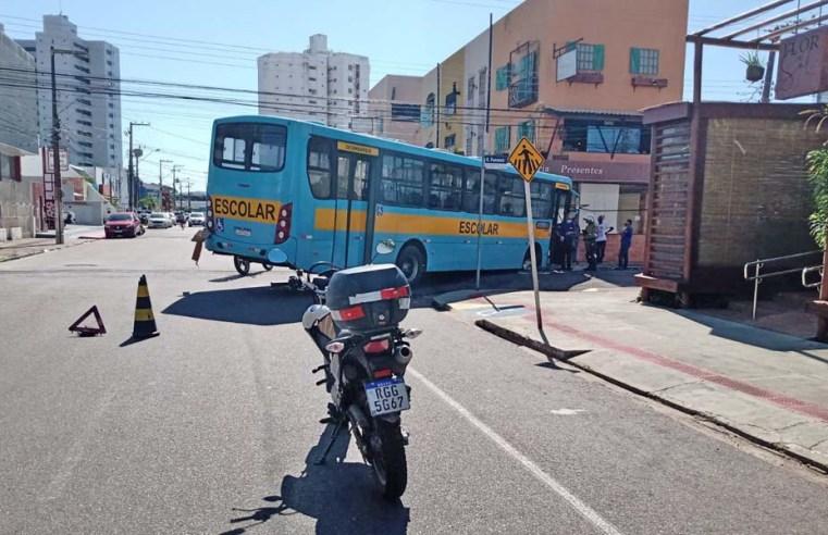 Vídeo: Prefeitura de Aracaju interdita trecho da rua Raimundo Fonseca, onde ônibus caiu em buraco
