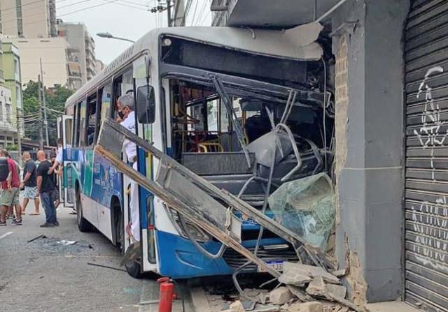 Rio: Acidente com ônibus da Penha Rio deixa feridos na Tijuca neste sábado - revistadoonibus