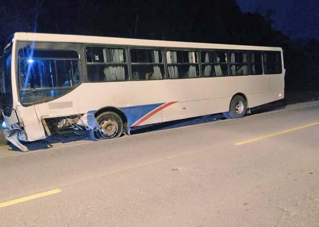 SC: Acidente entre carro e ônibus deixa um morto em Balneário Piçarras - revistadoonibus