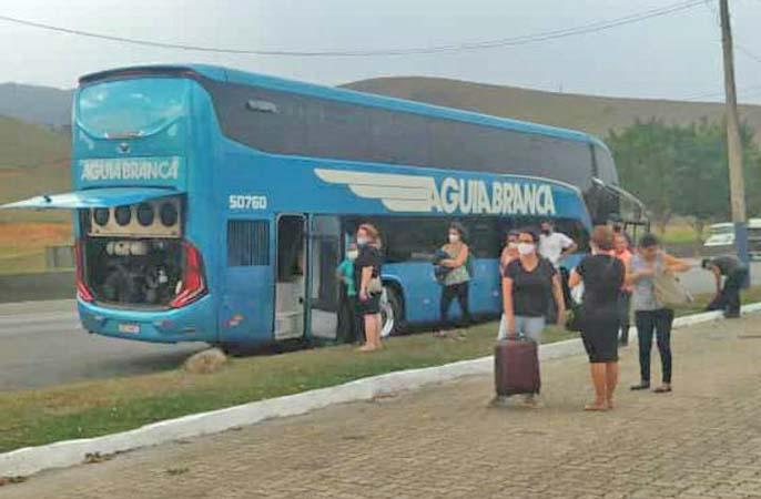 RJ: Novo ônibus Paradiso G8 da Aguia Branca apresenta problemas mecânicos na Via Dutra