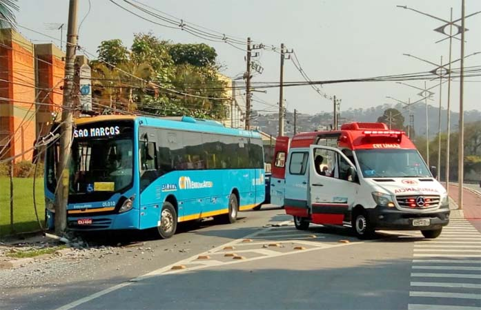 SP: Acidente com ônibus da JTP Transporte deixa feridos em Embu das Artes