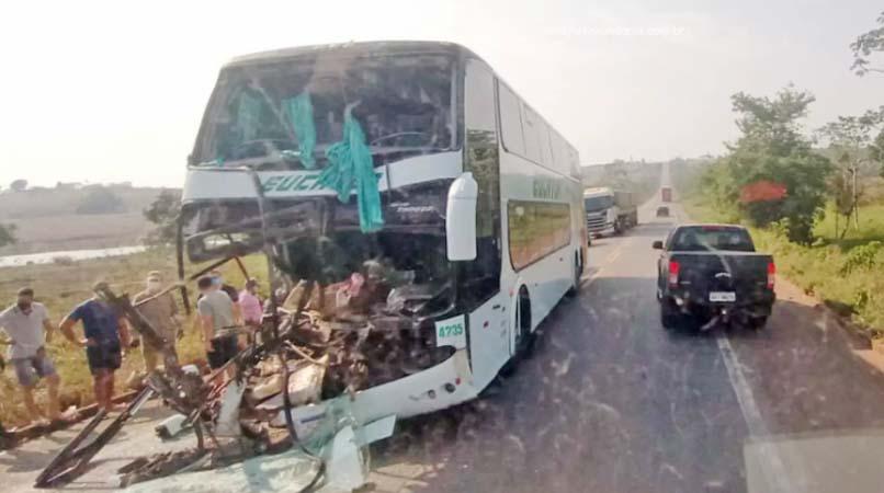 RO: Acidente entre carro, ônibus e carreta deixa 6 feridos na BR-364 em Pimenta Bueno