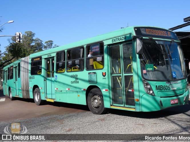 Curitiba: Pneu de ônibus estoura e deixa dois feridos no Pilarzinho