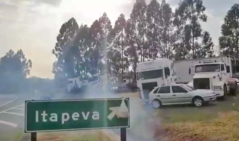 Vídeo: Estradas apresentam manifestações com pontos de interdições no ES, PR, SP e SC