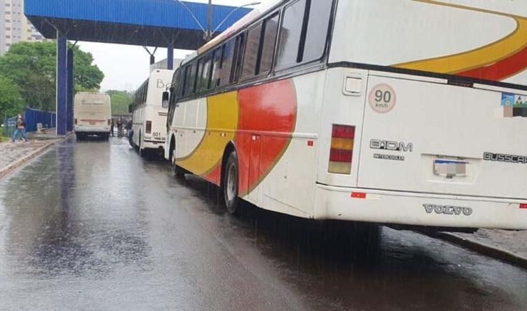 PR: Receita Federal apreende três ônibus na BR-277, em Santa Terezinha de Itaipu