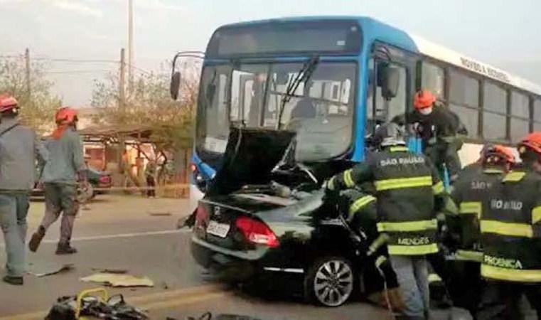 SP: Acidente entre carro e ônibus deixa uma pessoa morta em Campinas