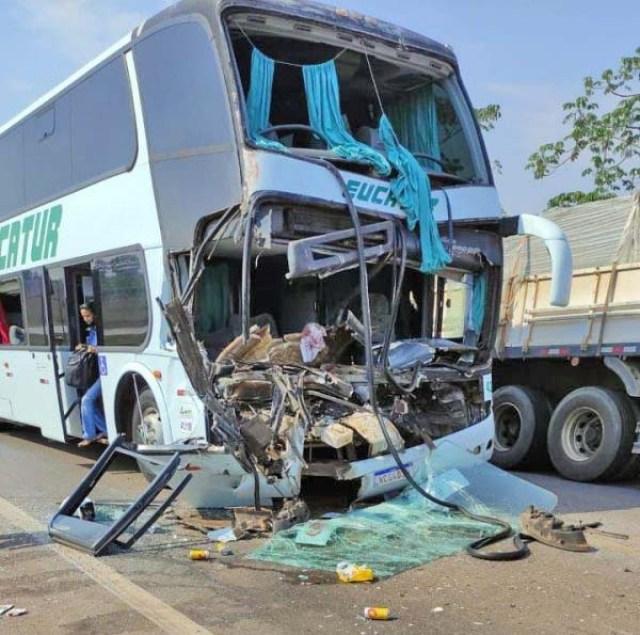 RO: Acidente entre carro ônibus da Eucatur e carreta deixa 6 feridos na BR-364 em Pimenta Bueno - revistadoonibus