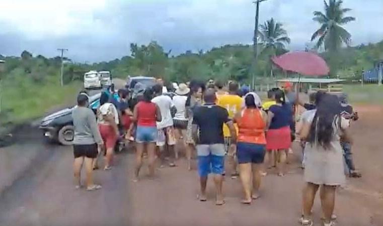 AM: Moradores de Presidente Figueiredo fecham estrada AM-240 contra ausência de ônibus - revsitadoonibus