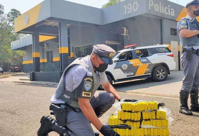 SP: Polícia Rodoviária prende passageiro de ônibus com entorpecentes em Penápolis