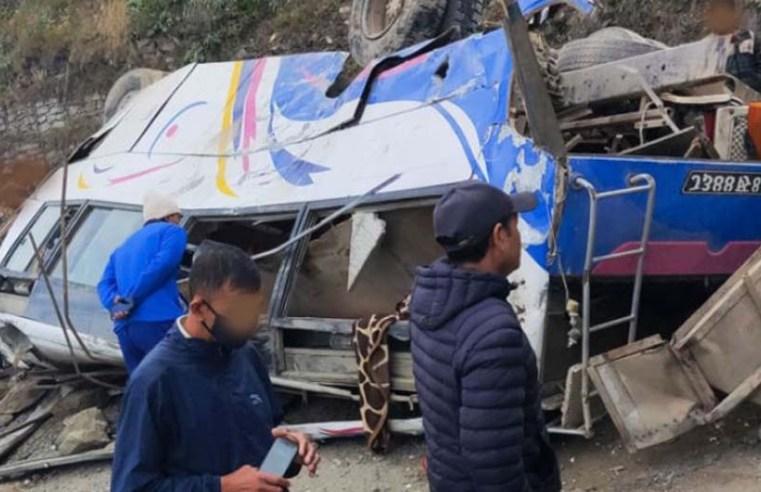 Nepal: Acidente com ônibus deixa mais de 30 mortos