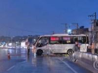 Rio: Micro-ônibus tomba na Avenida Brasil nesta madrugada - revistadoonibus