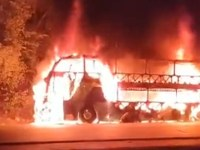 Vídeo: Ônibus pega fogo quando trafegava entre Palmas e Paraíso do Tocantins - revistadoonibus