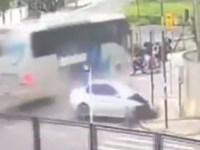 Vídeo: Colisão entre carro, ônibus e moto deixa um ferido em Joinville - revistadoonibus
