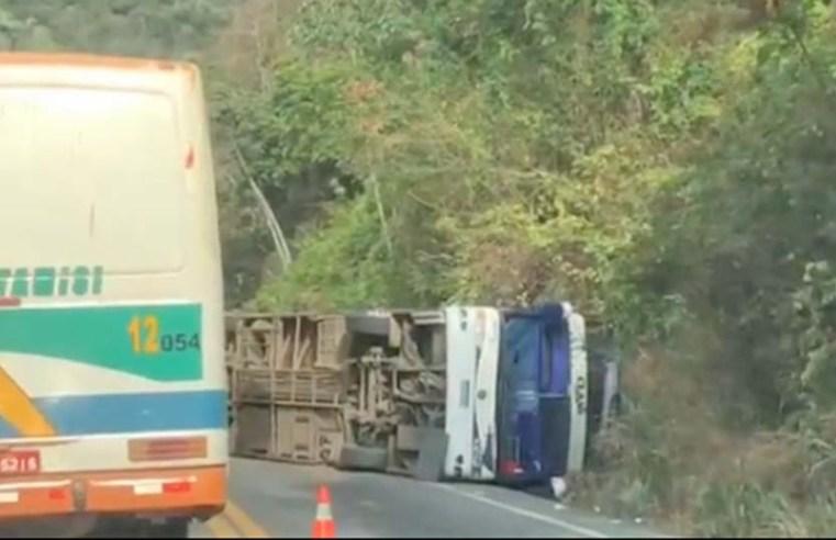 CE: Ônibus tomba na BR-222 na serra de Tianguá deixando dois mortos e vários feridos - revistadoonibus