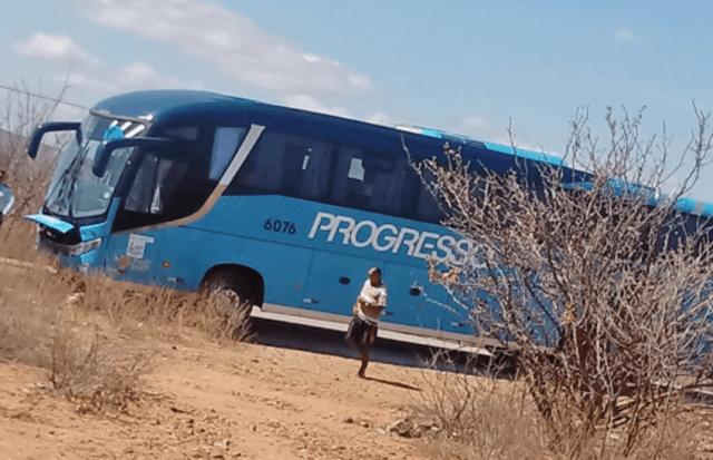 PE: Acidente entre moto e ônibus em Floresta deixa jovem em estado crítico de saúde - revistadoonibus