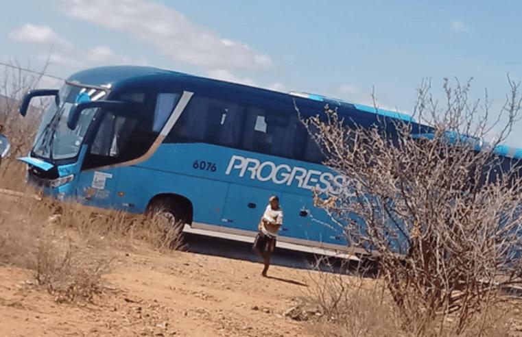 PE: Acidente entre moto e ônibus em Floresta deixa jovem em estado crítico de saúde