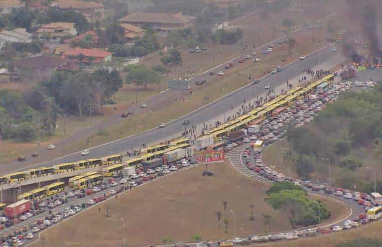 Brasília: Manifestação fecha a BR-040, em Santa Maria nesta manhã