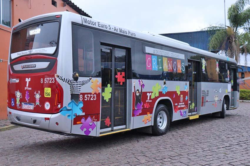 São Paulo: Ônibus adesivados homenageiam o Dia das Crianças