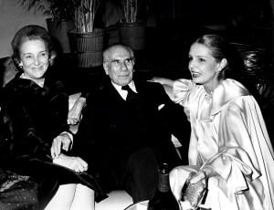 Carolina Herrera en Studio 54 junto al empresario Boliviano Antenor Patiño y su esposa Beatriz, 1977. © Images Press