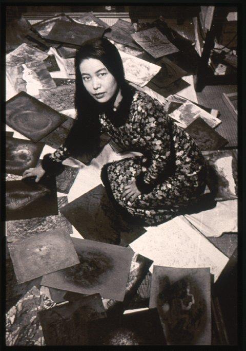 Yayoi Kusama en su cuarto en la casa de sus padres en Matsumoto, c.1957 _0