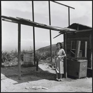 Alfredo Cortina. Pedro Garcia, Carretera Vieja de Caracas, La Guaira 1955 ©Archivo Fotografía Urbana. Colección del MoMA.