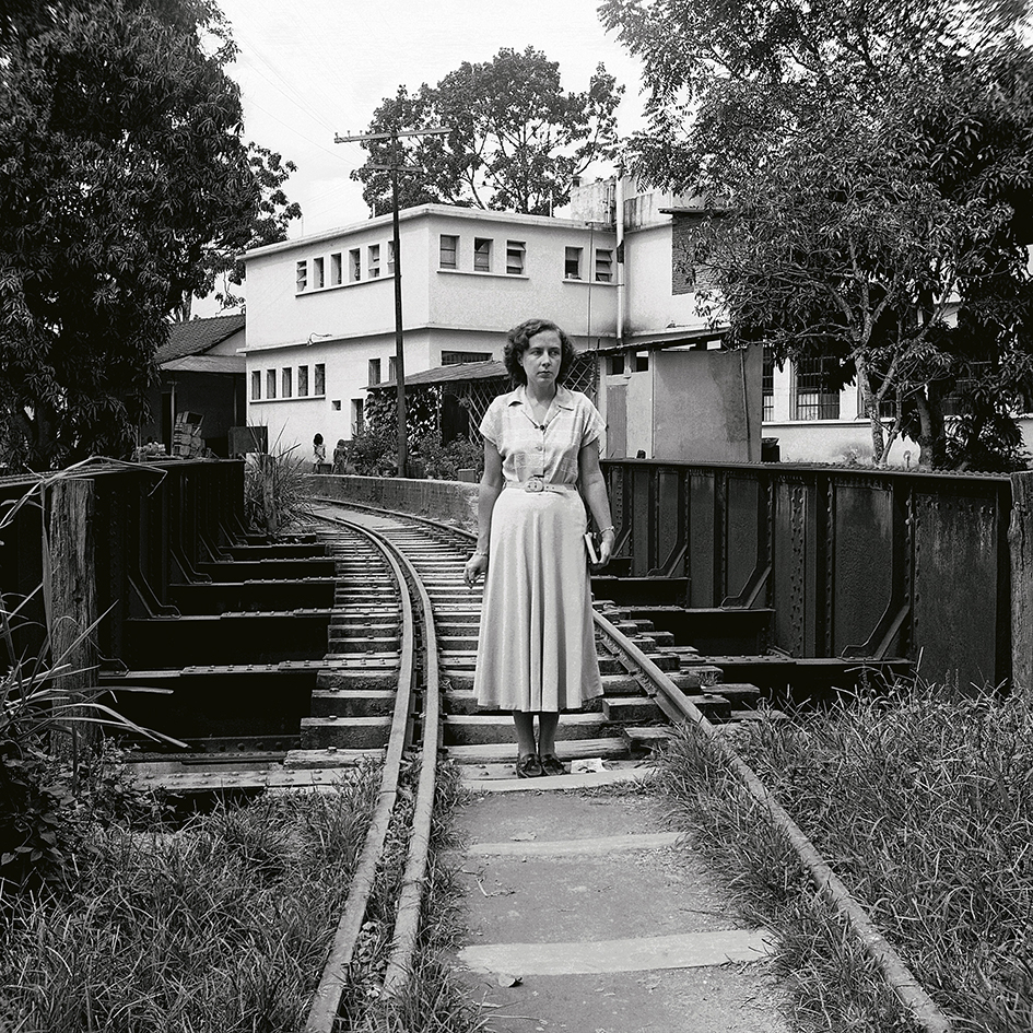 Alfredo Cortina. Petare, puente del ferrocarril 1960. ©Archivo Fotografía Urbana. Colección del MoMA.