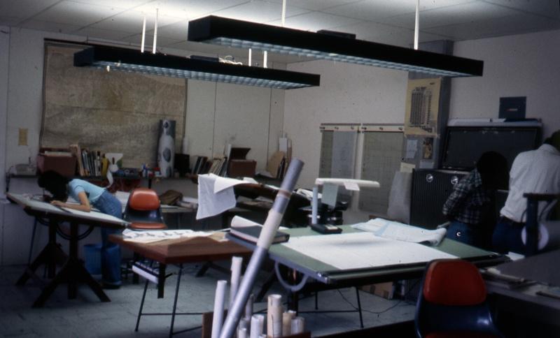 Ambiente en oficina Sanabria. 1971