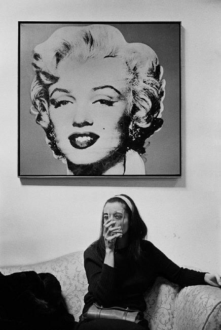 Marisol en compañía de Marilyn en casa de Andy Warhol