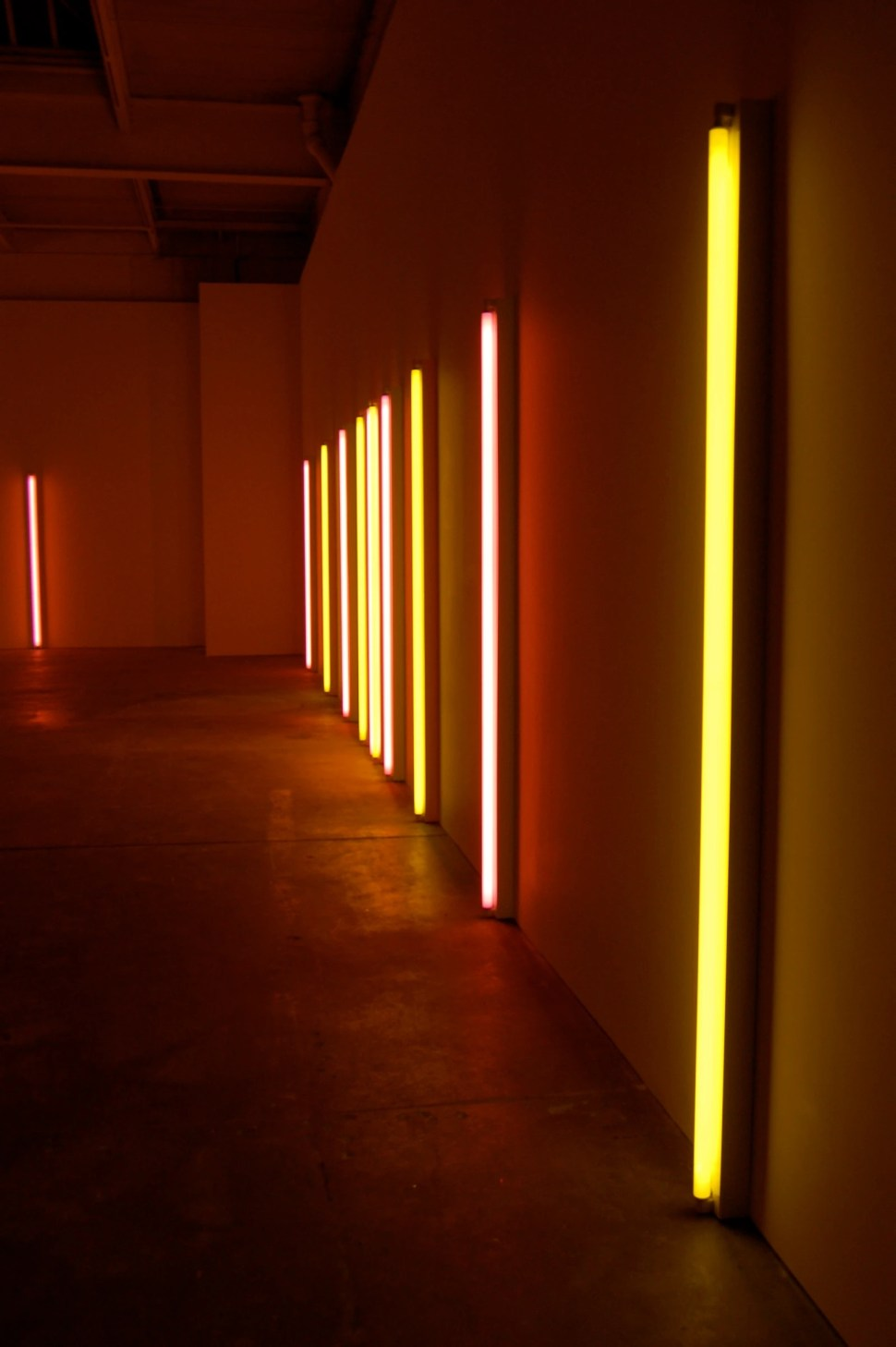 Dan Flavin alternating pink and gold 1967