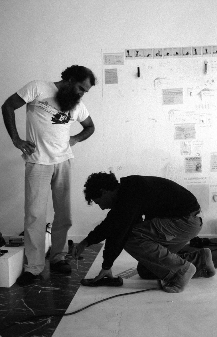 Ricardo Benaim y Carlos Castillo. 24 horas en un 2x3. Espacios Alternos GAN en el Ateneo de Caracas, 1983. Foto Carlos Germán Rojas
