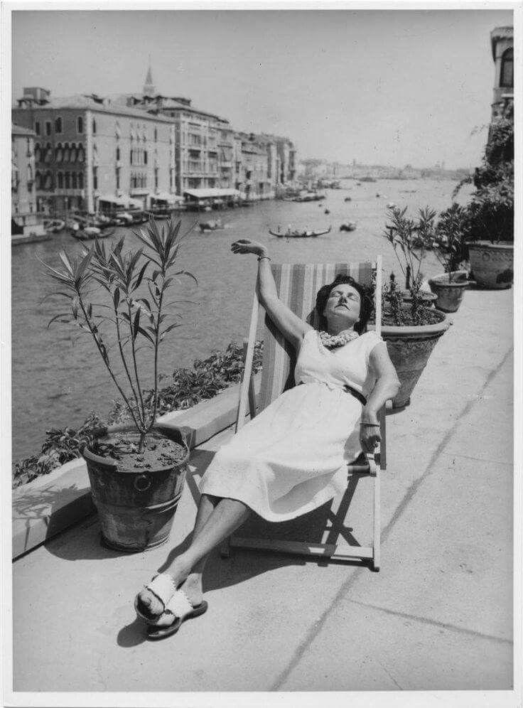 PG tomando sol en la terraza del palacio