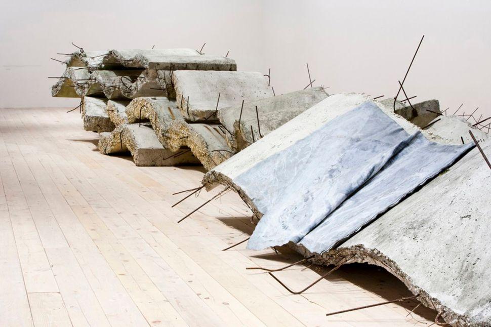 Detalle de la escultura de Kiefer, Narrow Are the Vessels. Foto Elizabeth Solaka-Anselm Kiefer