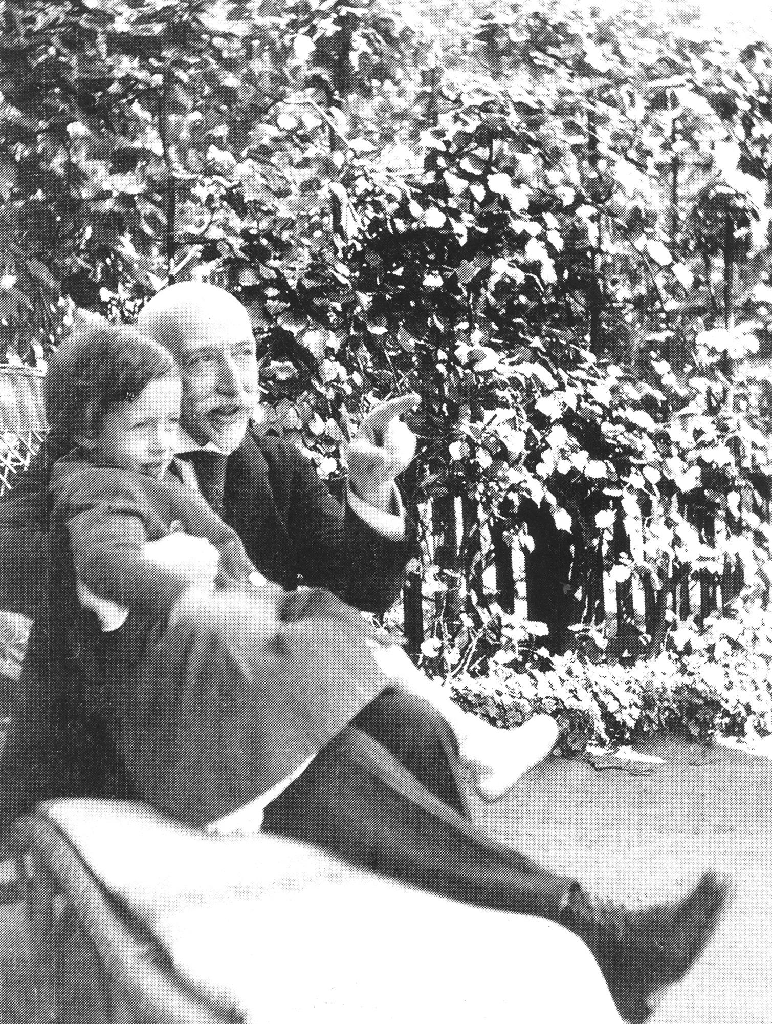 Gego con su tío Adolph Goldschmidt, Hamburgo 1917.