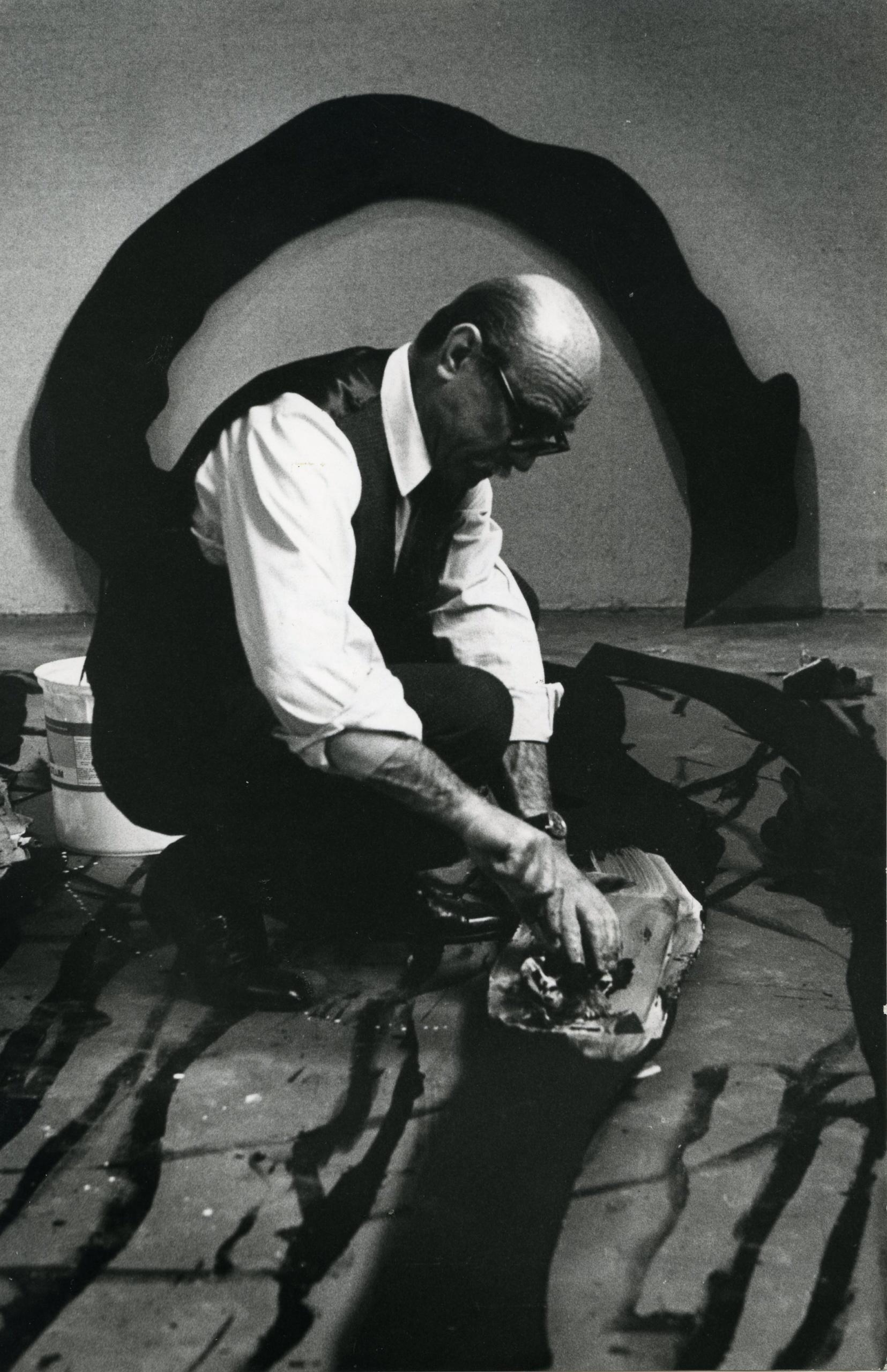 Lucio Fontana. Ambientes espaciales Retrato, 1967.