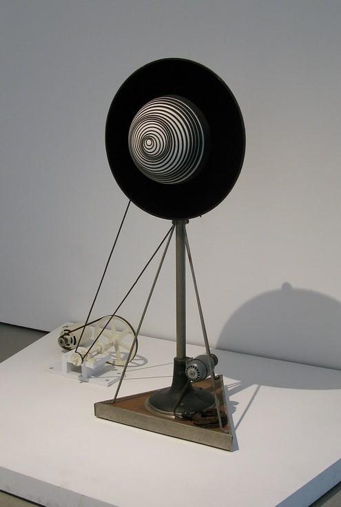 Marcel Duchamp. Semiesfera giratoria, 1924.