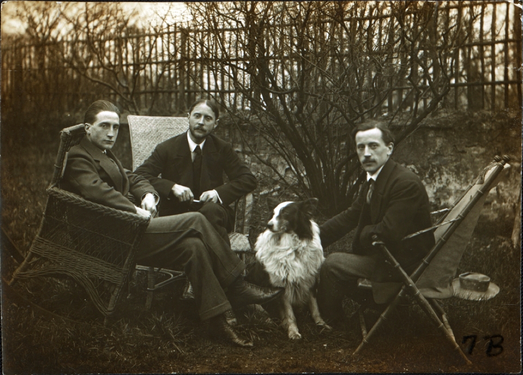 Marcel Duchamp, Jacques Villon, Raymond Duchamp-Villon, and Villon's dog Pipe in the garden of Villon's studio, Puteaux, France, ca. 1913 / unidentified photographer. Walt Kuhn, Kuhn family papers, and Armory Show records, Archives of American Art, Smithsonian Institution.