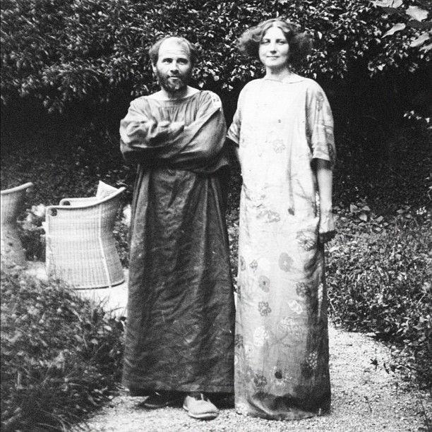 Klimt con Emilie Flöge, su compañera de vida, a quien eheredó la mitad de su patrimonio