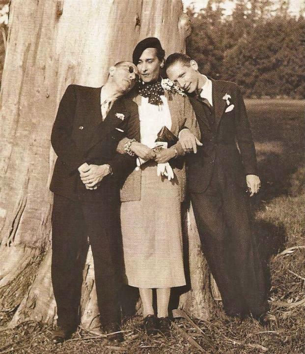 Victoria Ocampo junto a Igor Stravinsky y su hijo Sulima, en los jardines de su casa en San Isidro (Buenos Aires).