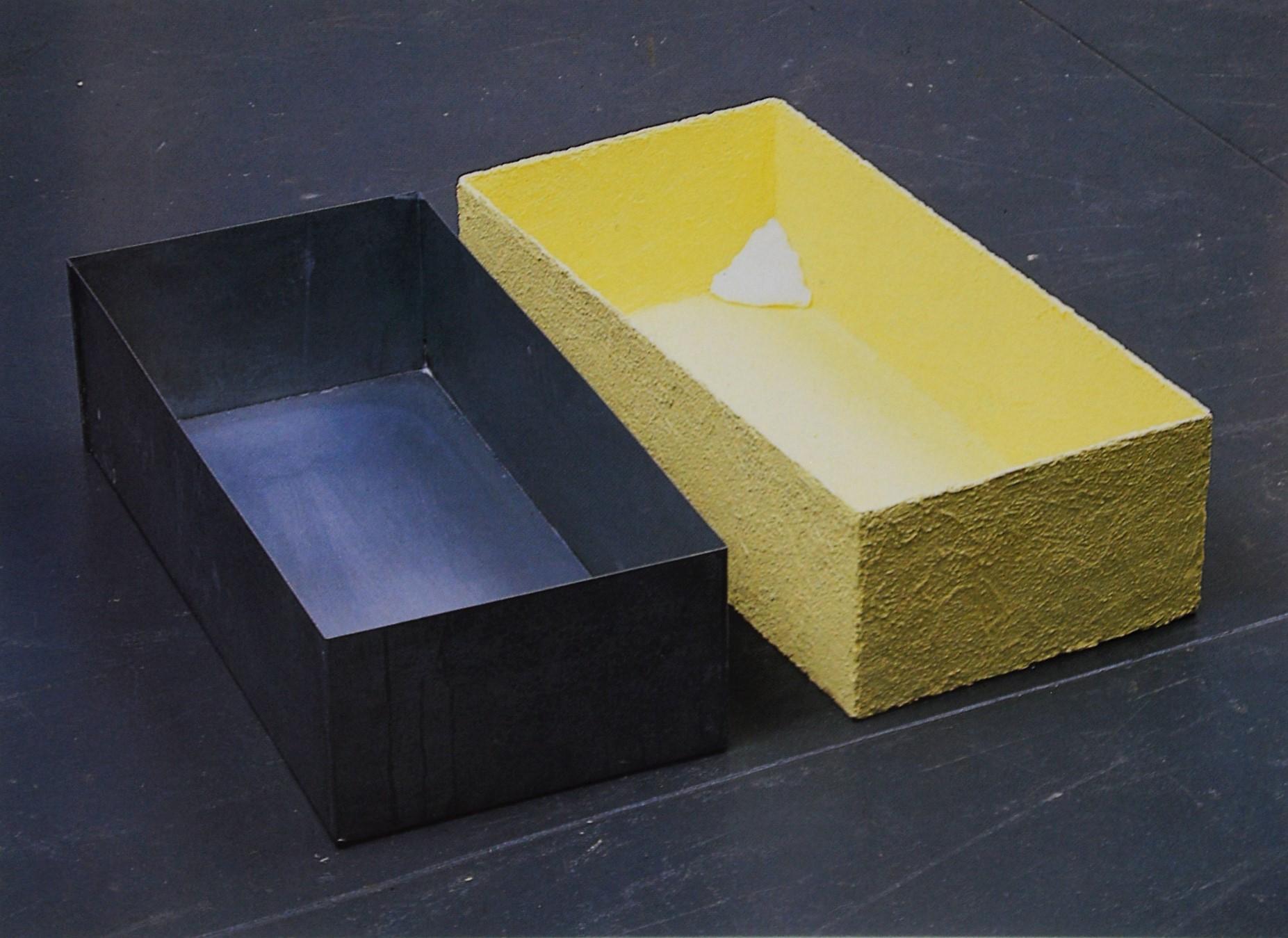 Joseph Beuys. Sulfur covered zinc box plugged corner, 1970. Edición de 200.