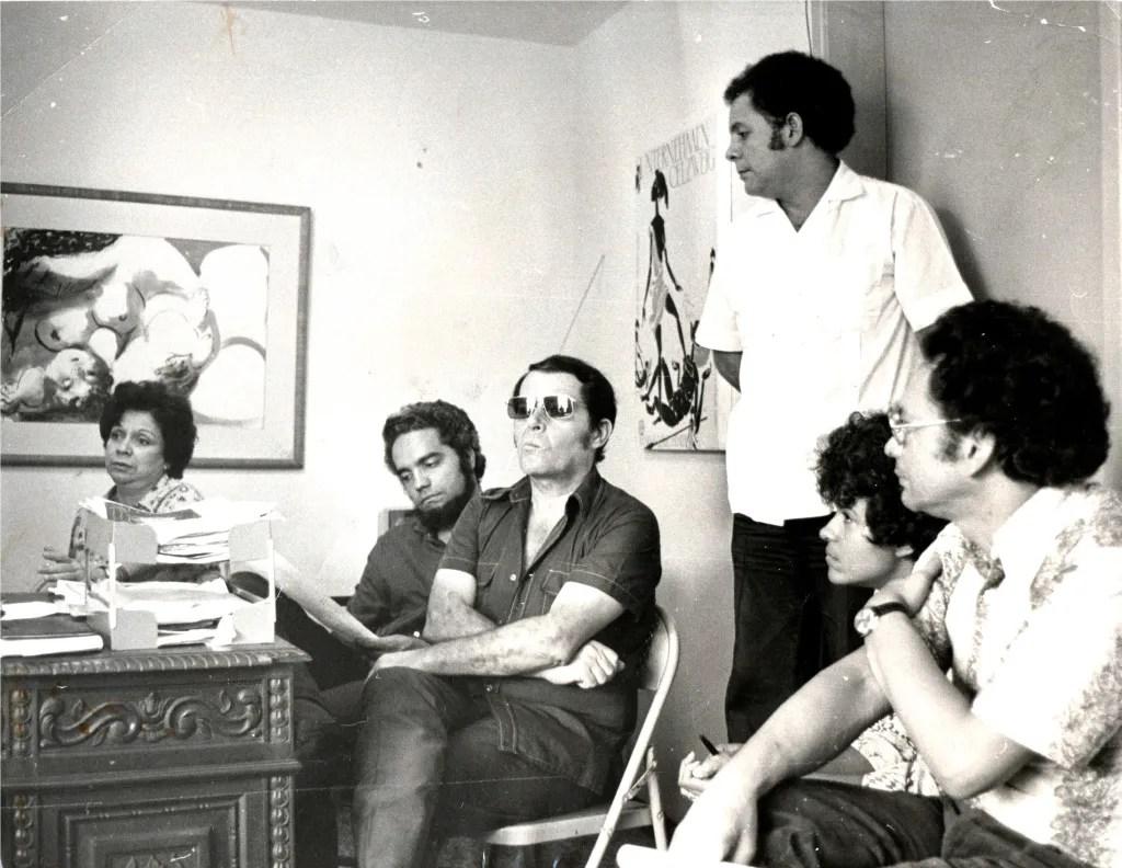María Teresa Castillo con Rafael Salazar, Horacio Peterson, Alberto Sánchez, María Gómez y Pedro León Zapata.