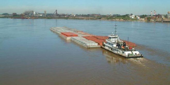 Barcazas paraguayas varadas con granos retomarán viaje a puerto argentino por descarga represa Yacyretá.