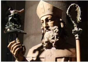 Estátua de São Mungo, na  Igreja de São Mungo, em Glasgow