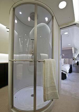 Chuveiro também está disponível nos aviões