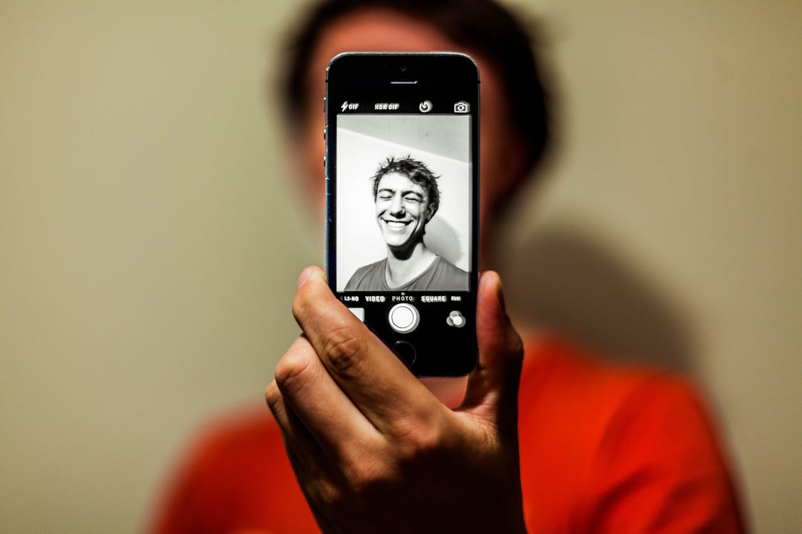 self-portrait-auto-iphone-80673