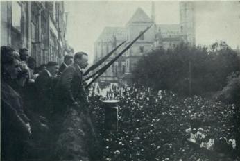 Discurso de Béla Kun- líder revolucionário húngaro- para a população de Kosice durante a existência da República Soviética da Hungria. Crédito: an outlaw´s diary.