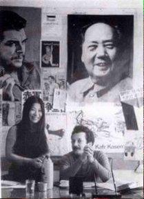 Fundadora do Exército Vermelho Japonês Fusako Shigenobu, com Ghassan Kanafani, membro da Frente Popular para a Libertação da Palestina, no escritório da revista al-Hadaf da FPLP Líbano 1971. Crédito: twitter.com/PFLP_info